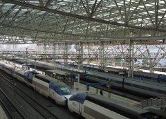 ソウル駅に停車中のKTX車両 ©Katsumi