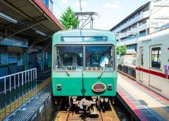 出町柳駅に停車中の叡山電鉄700系「ノスタルジック731」