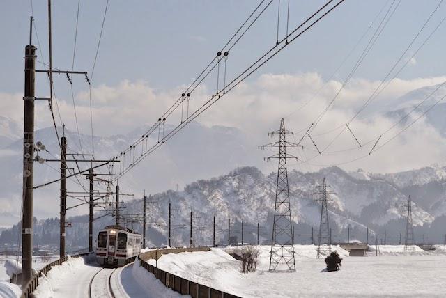 大雪や強風が見込まれる北越急行ほくほく線は一部区間が運休(イメージ) ©Katsumi