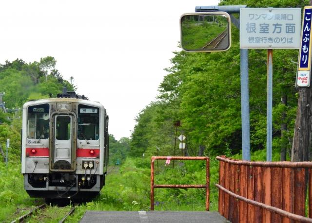 根室本線(花咲線)昆布盛駅を発車するJR北海道キハ54形気動車