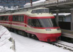 特急「ゆけむり」に使用される長野電鉄1000系は元小田急電鉄10000形ロマンスカー「HiSE」