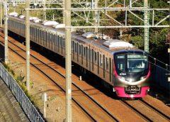 「京王ライナー」「Mt. TAKAO号」で使用される京王5000系電車(写真AC/ジュンP)