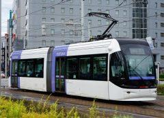 富山港線・市内電車で運転されている富山地方鉄道TLR0600形電車「ポートラム」(写真AC/りっくん_)
