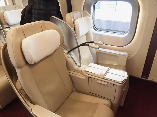 グランクラスの座席(写真AC/Usagino Saku)
