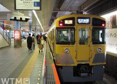 本川越駅に停車中の西武9000系電車(Katsumi/TOKYO STUDIO)