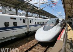 山陽新幹線岡山駅に停車中のJR西日本700系(niboshi-photos/写真AC)