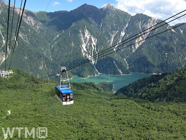 途中に支柱がないワンスパン方式で日本最長を誇る大観峰〜黒部平間の立山ロープウェイ(すーらん/写真AC)
