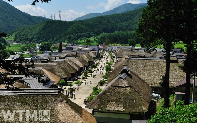 街道沿いに茅葺き屋根が立ち並ぶ宿場町大内宿(ちゃんこちゃんこ/写真AC)