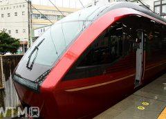 津駅に停車中の名阪特急「ひのとり」近鉄80000系電車(tamuzbac/写真AC)