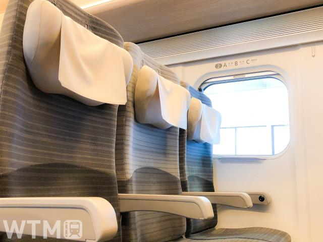 東北・北海道新幹線E5系の普通車座席(マイペイ/写真AC)