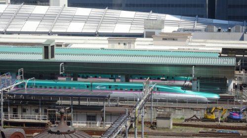 東京駅に停車中の東北・北海道新幹線E5系(ぽわん/写真AC)