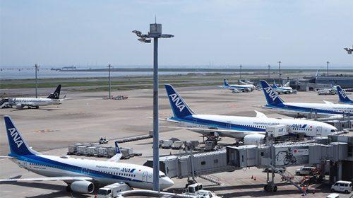 羽田空港第2ターミナルに駐機中のANA機(Katsumi/TOKYO STUDIO)