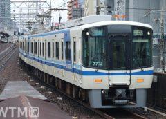 萩ノ茶屋駅を通過する泉北高速鉄道7000系電車(KUZUHA/写真AC)