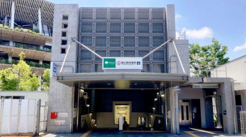 東京2020大会に伴い利用が制限される都営大江戸線 国立競技場駅A2出入口(fujikiseki1606/写真AC)