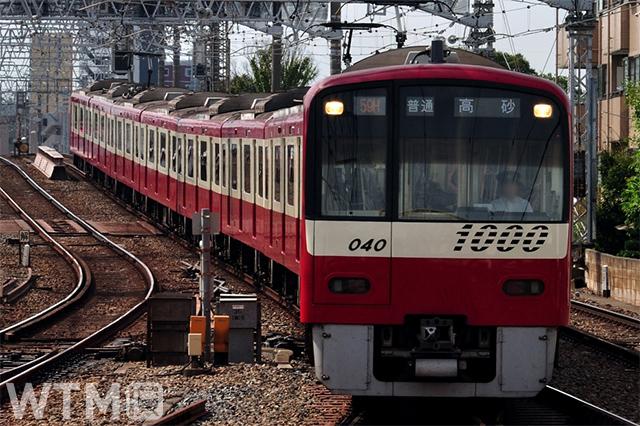 最後の「歌う電車」となった京急1000形電車2次車(1033編成)(ちゃんこちゃんこ/写真AC)