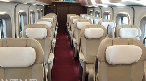東北・北海道新幹線E5系のグランクラス車内(Usagino Saku/写真AC)