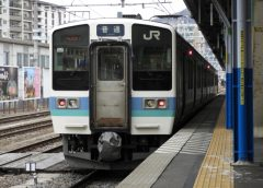 中央東線などで運行しているJR東日本211系電車(ジュンP/写真AC)