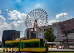 鹿児島中央駅前停留所を走行する鹿児島市電7500形電車(Kuwa。/写真AC)