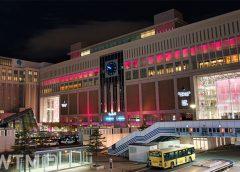夜のJR札幌駅ビル(h*************************m/写真AC)