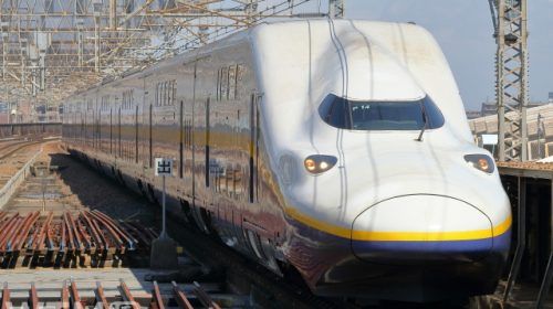 黄色帯の旧塗装時代の新幹線E4系「Max編成」(HK-SAN/写真AC)