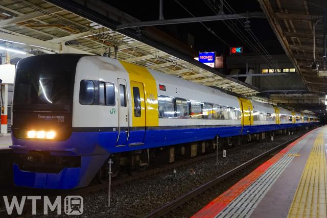 房総方面の特急で運行しているJR東日本255系電車(りっくん_/写真AC)