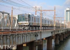 新大阪駅〜大阪駅間を走行するJR西日本223系2000番台電車(KUZUHA/写真AC)