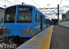 多摩川線是政駅に停車中の西武101系電車(ジュンP/写真AC)