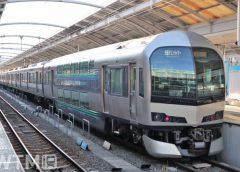 高松駅に停車中の快速「マリンライナー」JR四国5000系電車とJR西日本223系5000番台電車の併結編成(ks@f/写真AC)