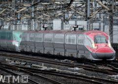 東北・秋田新幹線E6系(右)とE5系の併結編成(Harusz/写真AC)