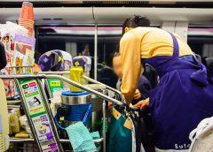 JR東日本新幹線の車内販売サービス(Vassamon Anansukkasem/Shutterstock.com)