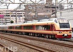 国鉄特急色風にデザインされたJR東日本E653系電車(ちゃんこちゃんこ/写真AC)