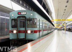 天神大牟田線西鉄福岡(天神)駅に停車中の西鉄5000系電車(tarousite/PIXTA)