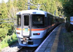 「飯田線秘境駅号」に使用されるJR東海373系電車(たまくじら/写真AC)