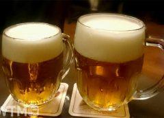 ジョッキに注がれたドイツビール(イメージ)(tomtomtomy3/写真AC)