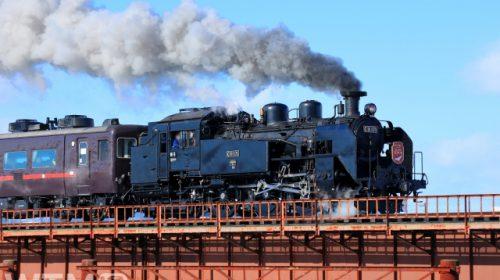 「SL冬の湿原号」で運行している蒸気機関車C11型171号機と14系客車(中村 昌寛/写真AC)