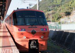 ハウステンボス駅に停車中の特急「ハウステンボス」JR九州783系電車(funboxphoto/写真AC)