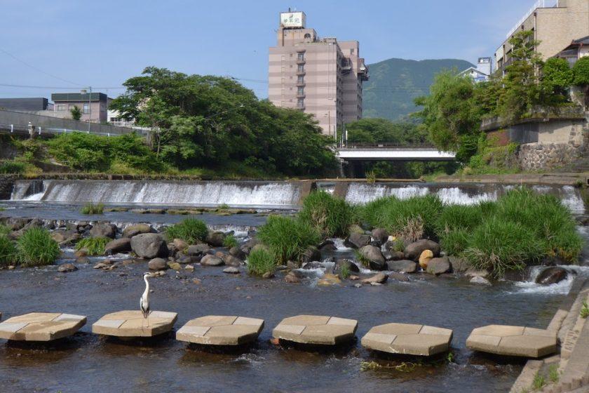 新駅がつくられる嬉野温泉を流れる塩田川の風景 ©Katsumi