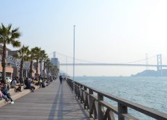 下関市の唐戸市場から眺める関門海峡と関門橋 ©Katsumi