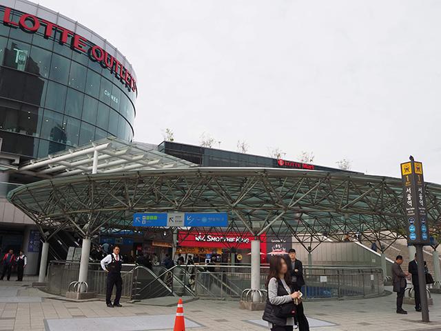 ソウル地下鉄1号線・4号線ソウル駅入口 ©Katsumi